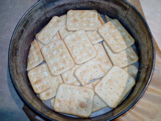 Puszysty sernik na krakersach