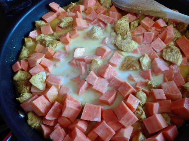 Pyszna kokosowa potrawka curry z batatami