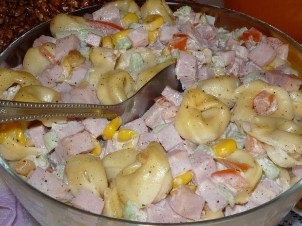 Pyszna sałatka z uszkami tortellini