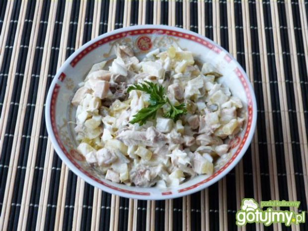 Pyszna sałatka z wędzonej ryby