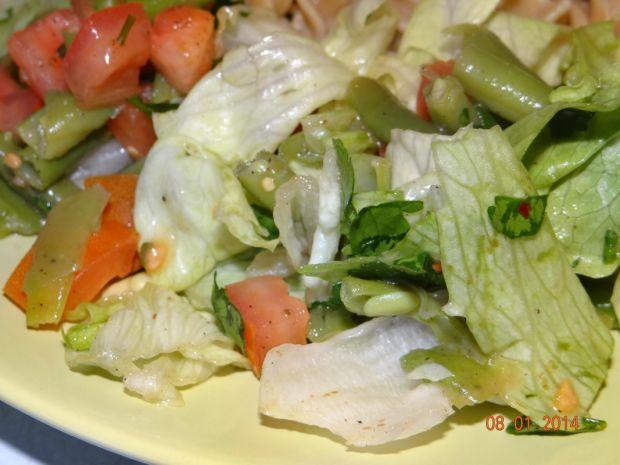 Pyszna sałatka z zieloną szparagówką