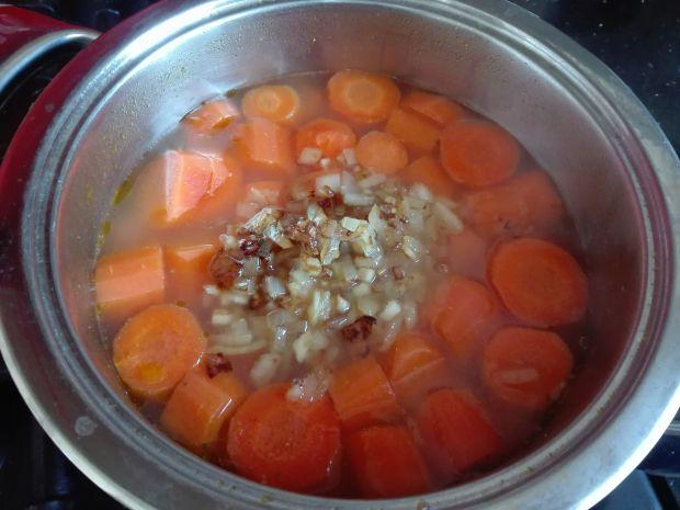 Pyszna zupa marchewkowa