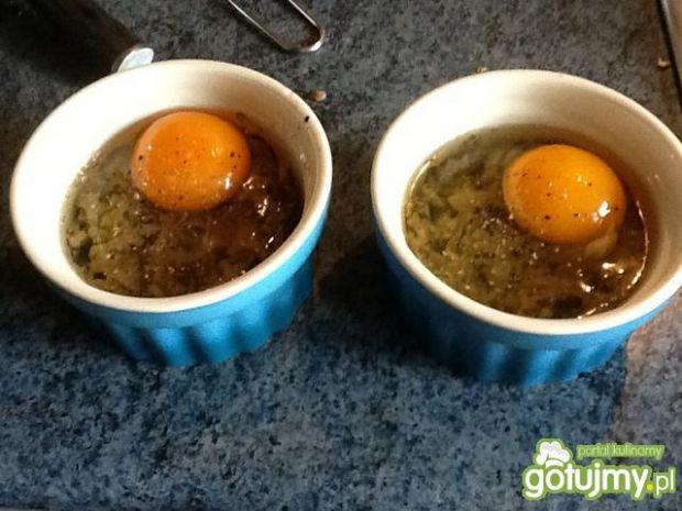 Pyszne jajka na pieczarkach