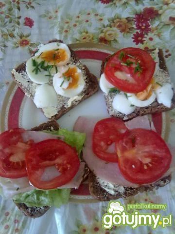Pyszne śniadaniowe kanapeczki.
