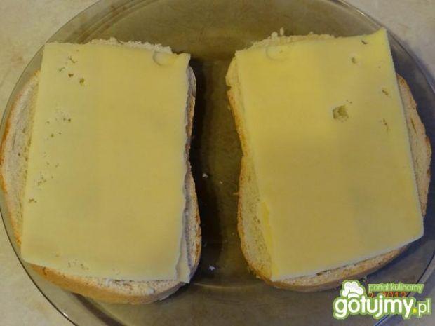 Pyszne tosty z szynką i serem