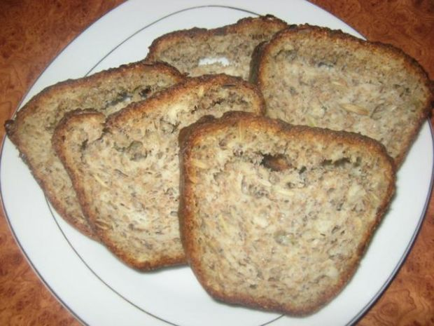 Pyszny chlebek z ziarnami
