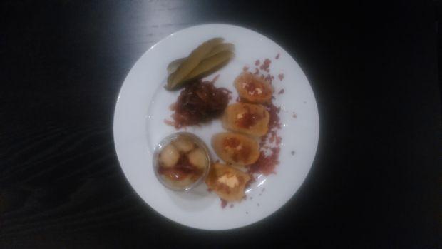 Pyzy babci Jasi z boczkiem i konfiturą z cebuli