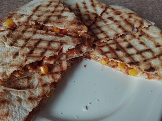 Quesadillas z kurczakiem, kukurydzą i serem