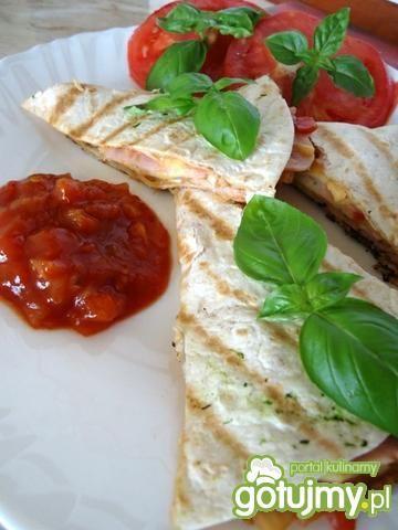 Quesadillas z szynką i serem żółtym