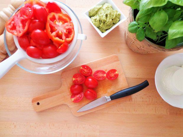 Quiche z pomidorami w sosie z pesto i ricotty