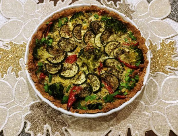 Quiche żytni z warzywami i pieczarkami