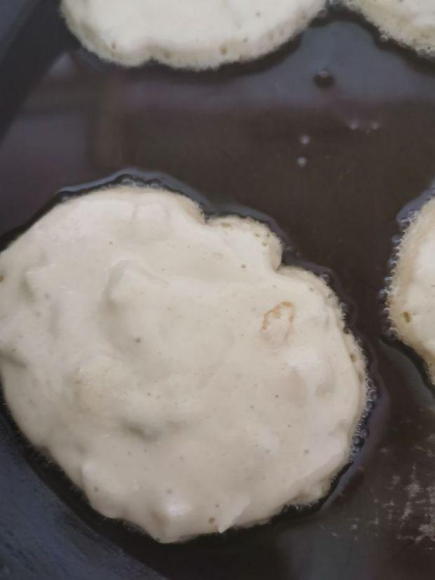 Racuchy na kefirze z gruszkami i miodem