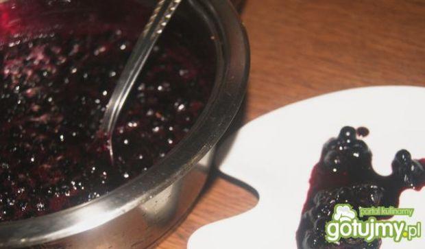 Racuchy z sosem jagodowym
