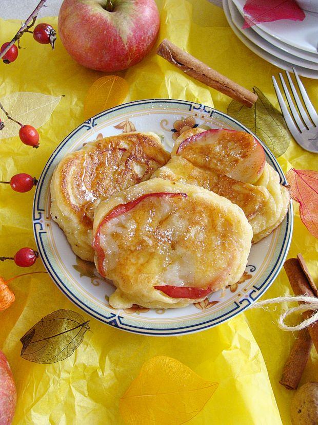 Racuszki drożdżowe z jabłkami i miodem