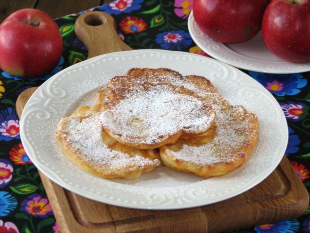 Racuszki z jabłkami na zsiadłym mleku