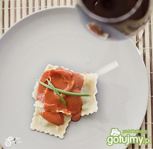 Ravioli in salsa roso