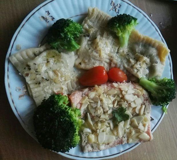 Ravioli z farszem brokułowo-serowym