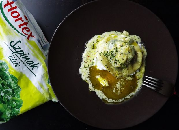 Ravioli ze szpinakiem, serem na jajku w koszulce