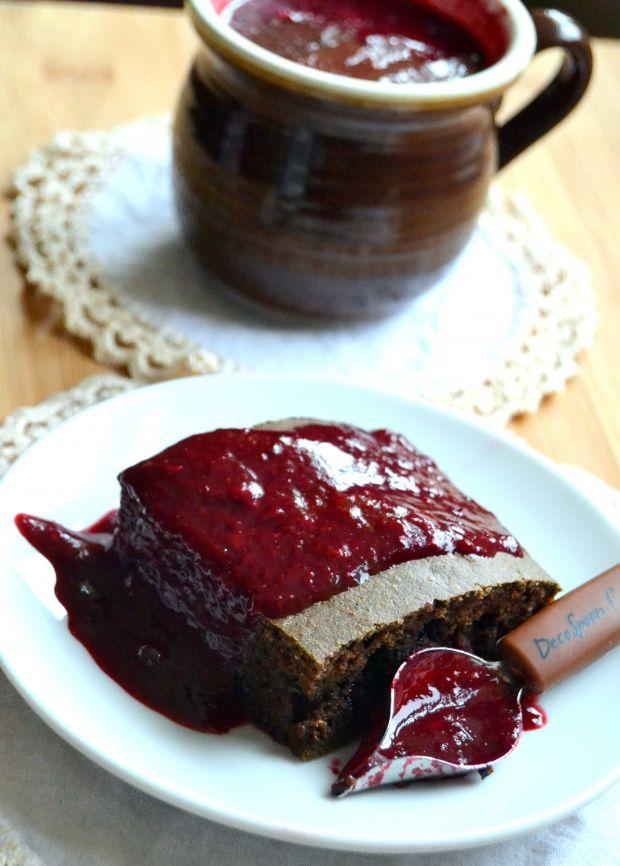 Razowe ciasto ze szpinakiem i owocowym sosem