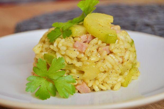 Risotto z cukinią, kiełbaską i pistacjami