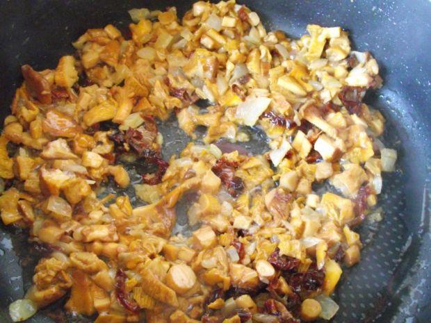 Risotto z kurkami i suszonymi pomidorami