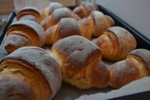 Rogaliki drożdżowo-francuskie z marmoladą
