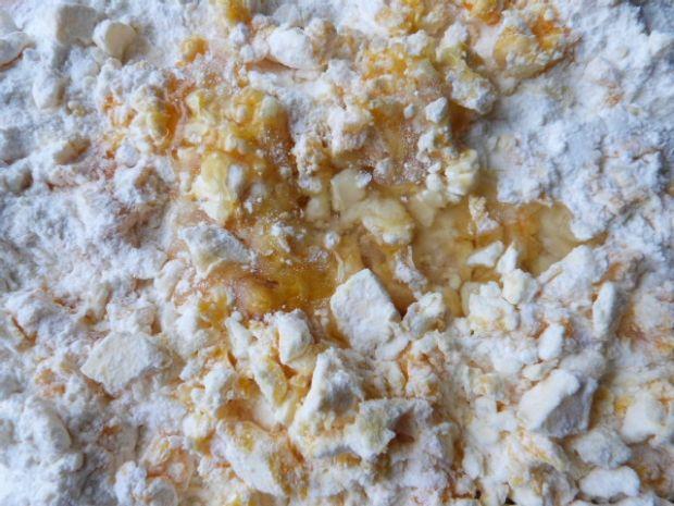 Rogaliki miodowo-cynamonowe z jabłkami