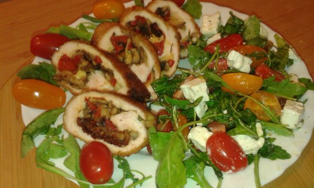 Rolada nadziana na bogato z smaczną sałatką