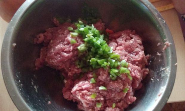 Rolada serowa z mięsem mielonym i warzywami