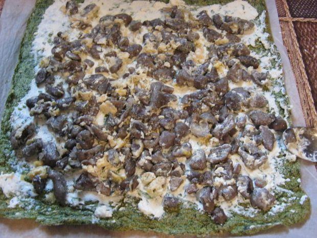 Rolada szpinakowa z maślakami