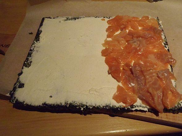 Rolada szpinakowa z serkiem chrzanowym i łososiem