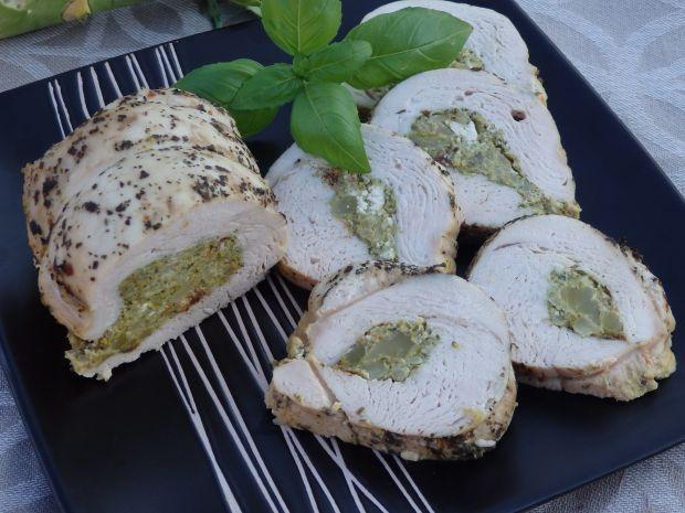 Rolada z indyka nadziewana brokułem