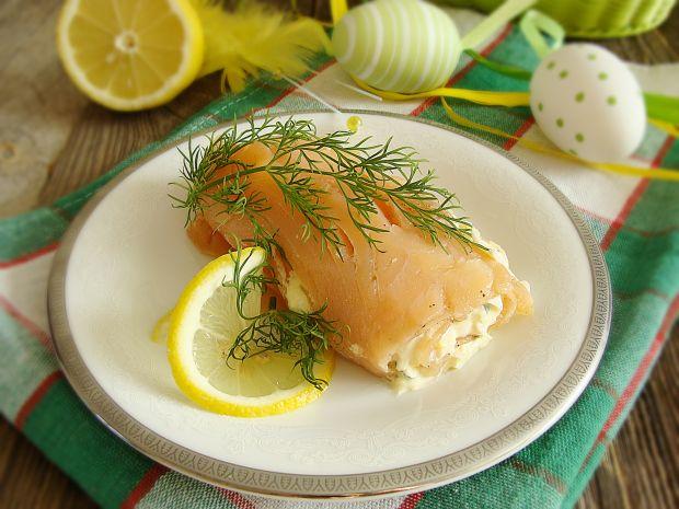 Roladka z łososia z jajecznym farszem