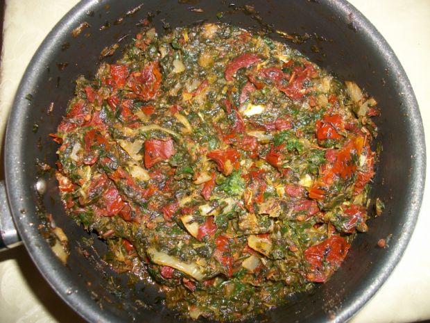 Roladki drobiowe ze szpinakiem i pomidorami