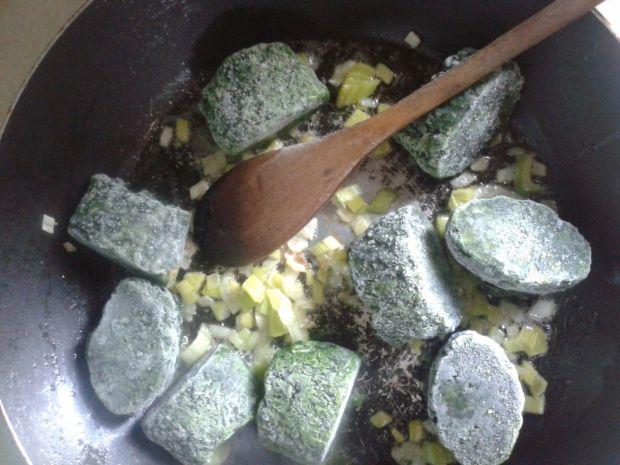 Roladki faszerowane szpinakiem i tartym jajkiem