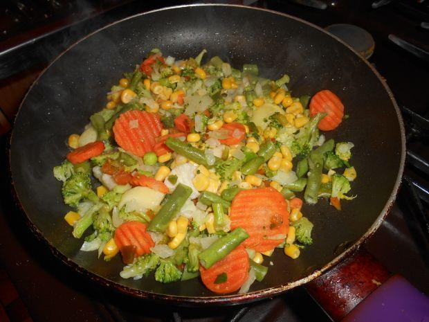 Roladki warzywne w rukoli