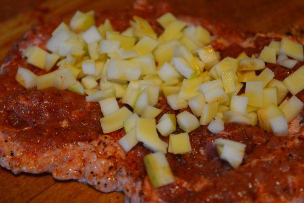 Roladki wieprzowe z jabłkami i serem