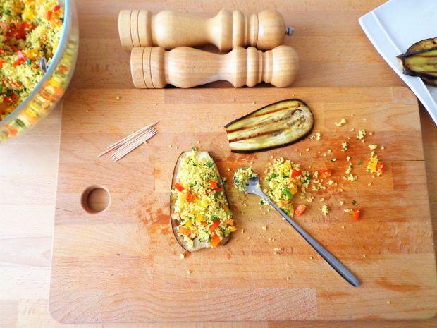 Roladki z bakłażanem, kaszą kuskus i pesto