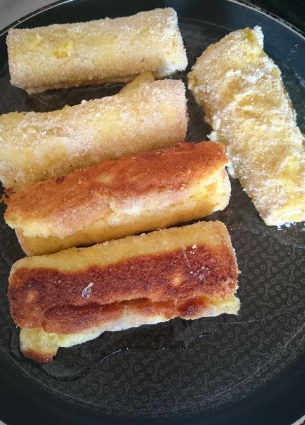 Roladki z chleba tostowego z pasztetem