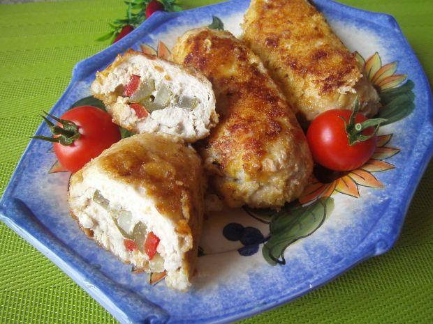 Roladki z kurczaka faszerowane papryką i ogórkiem