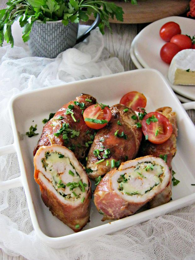 Roladki z kurczaka z camembertem, zielonymi oliwka