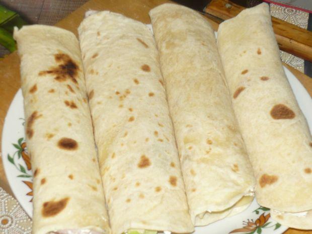 Roladki z tortilli z szynką i warzywami