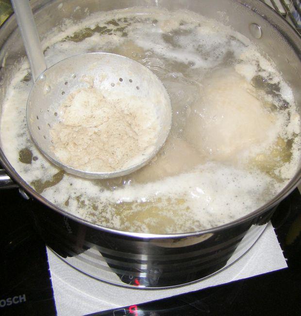 Rosół drobiowy z kurkumą