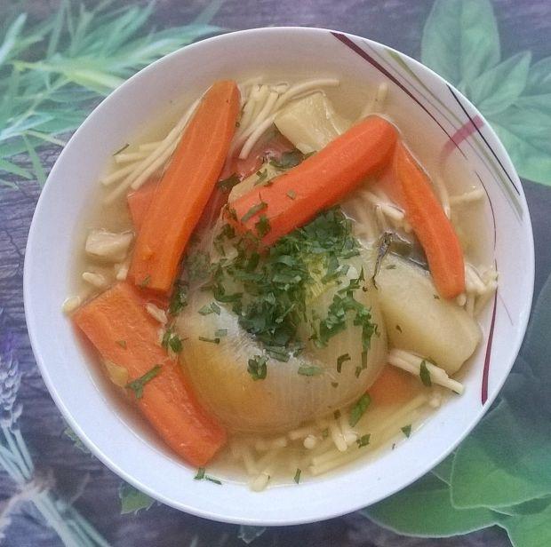 Rosół drobiowy z pieczoną cebulą