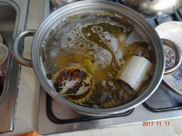 Rosół z gęsi i indyka z lubczykiem