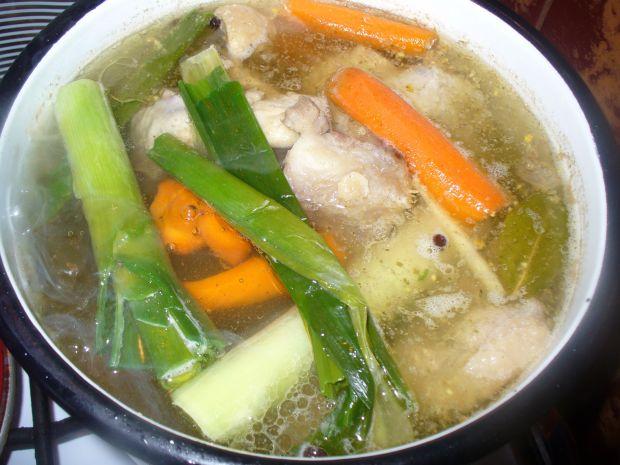 Rosół z makaronem z miesznych  dodatków mięs