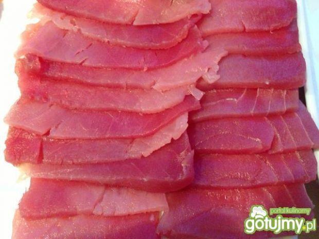 Róże z tuńczyka na dzień zakochanych.