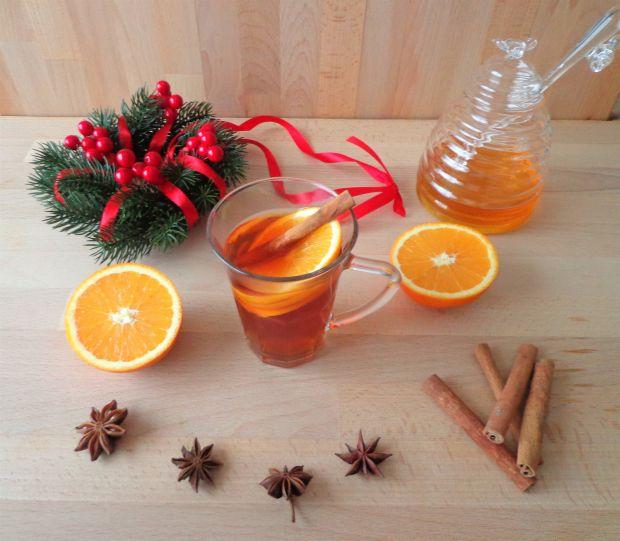 Rozgrzewająca herbata z goździkami i pomarańczą