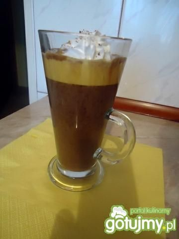 Rozgrzewająca kawa z jajkiem