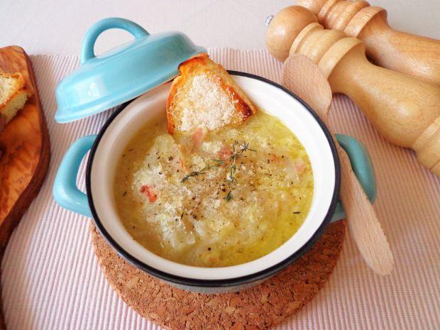 Rozgrzewająca zupa cebulowa